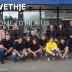 Gruppenfoto - Azubiausflug in die Schweiz zu Pilatus