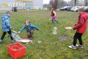 Kinderbetreuung für unsere Mitarbeiter - Spielfoto im Freien